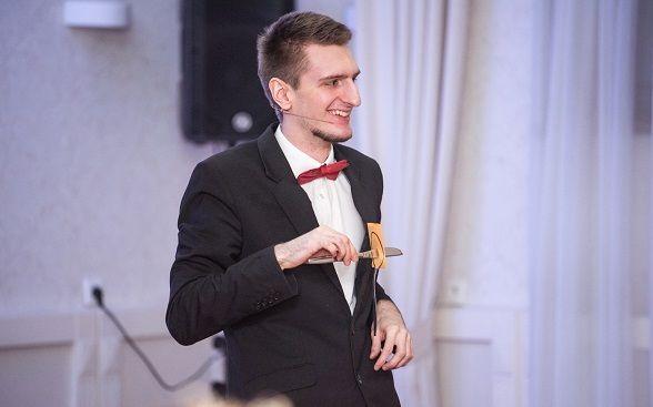 Iluzjonista Konrad Mościński